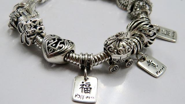 Faire briller son bracelet en argent
