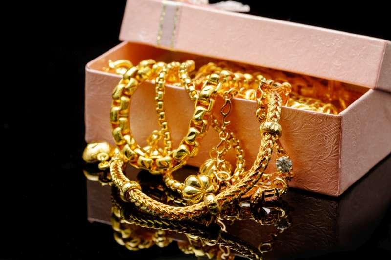 boite rangement colliers en métal